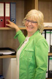 Martina Roeser im Steuerberatungsbuero von Claudia Seiffert in Dierdorf, Westerwald