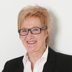 Liesel Schreiner im Steuerberatungsbüro von Claudia Seiffert in Dierdorf, Westerwald.