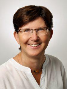 Elisabeth Schmidt im Steuerberatungsbüro von Claudia Seiffert in Dierdorf, Westerwald.